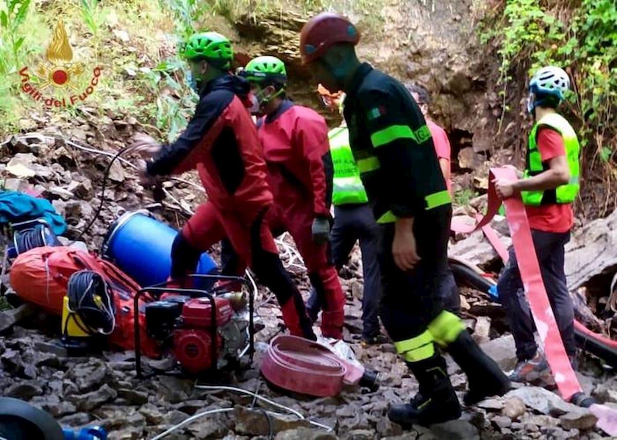 E' stato recuperato morto lo speleologo disperso nella grotta Risorgiva a Roccamorice