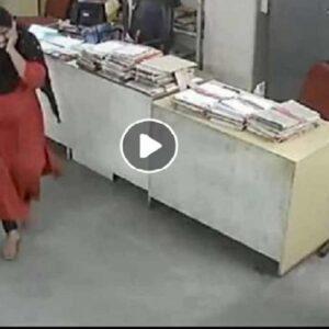 picchiata dal collega in India per la mascherina