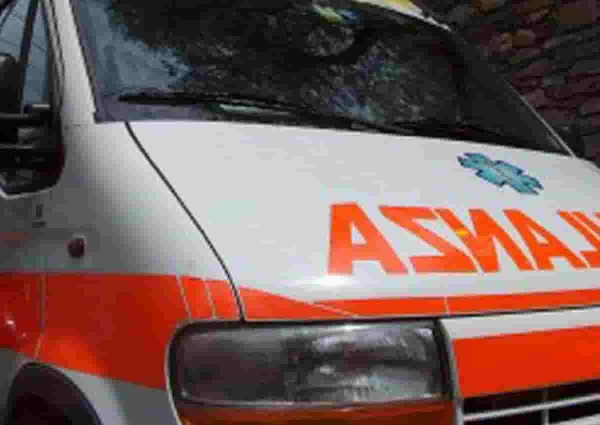 Macchia d'Isernia, foto d'archivio Ansa di una ambulanza
