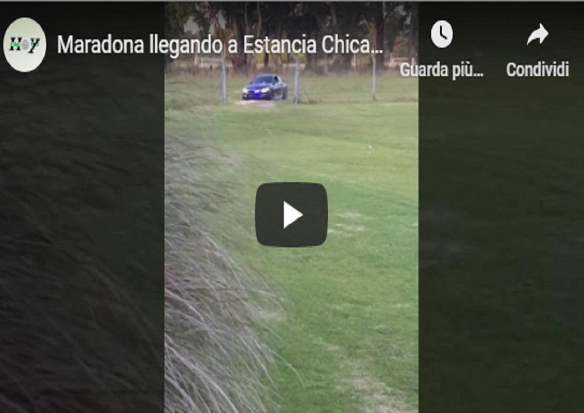Maradona e... l'auto con le sirene della polizia