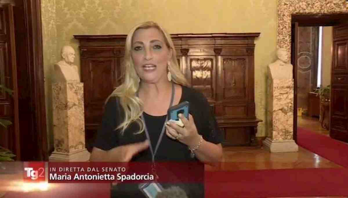 """Open Arms, la gaffe del Tg2 in diretta: """"Colpo di scena, Salvini non andrà a processo"""" VIDEO"""