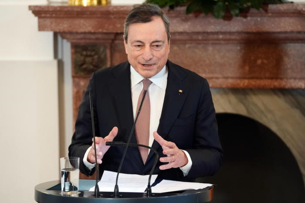 Conte fa retromarcia, Di Maio vede Draghi (nella foto)