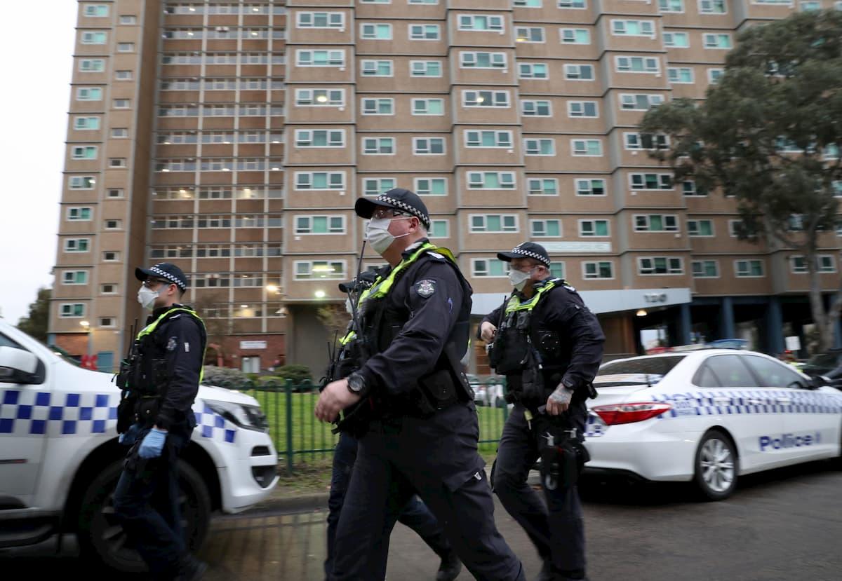 A Melbourne migliaia di persone in lockdown per coronavirus