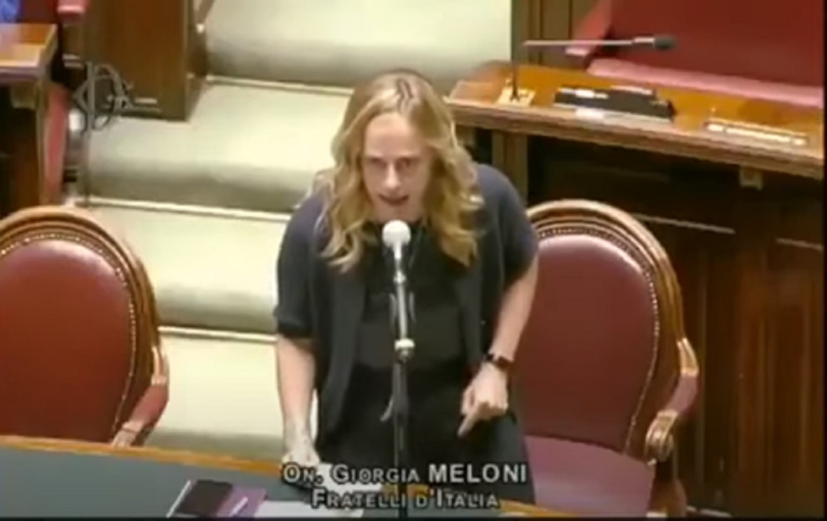 Giorgia Meloni, discorso al contrario alla Camera. Ironia social VIDEO