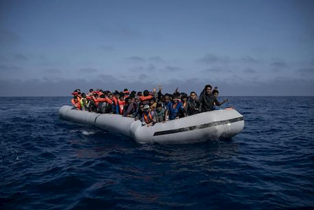 Il piano Lamorgese per i migranti positivi al coronavirus prevede di requisire navi e caserme