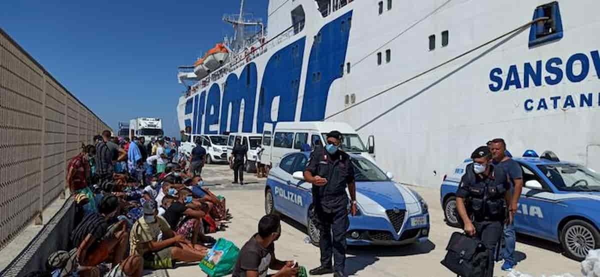 Lampedusa, migranti positivi al test ma negativi al tampone