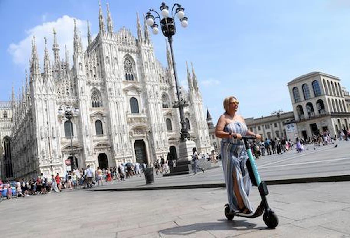 Una donna è in coma dopo un incidente in monopattino elettrico a Milano