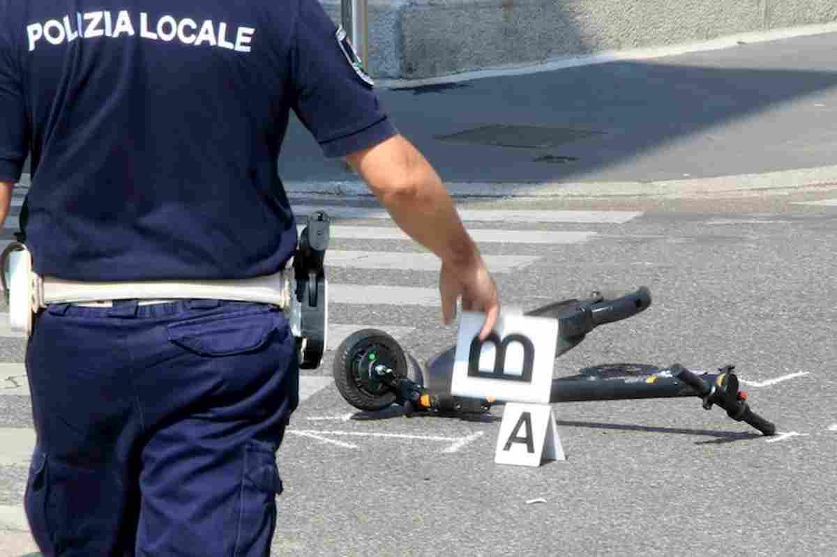 Milano, un altro incidente in monopattino: 35enne grave dopo caduta