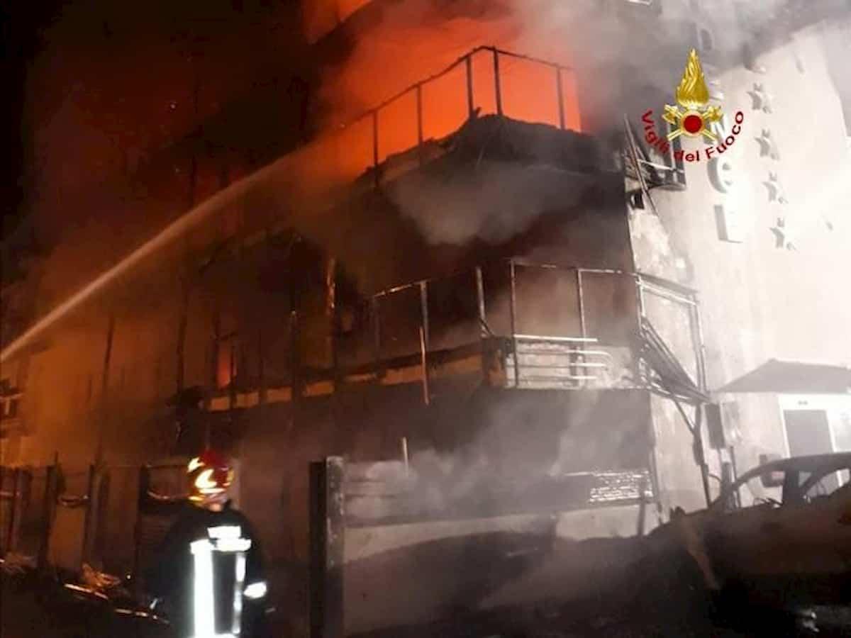 Montalto di Castro, incendio distrugge hotel