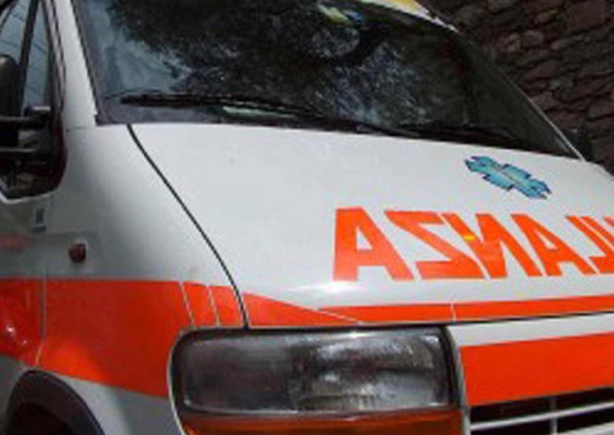 Napoli, foto d'archivio Ansa di una ambulanza