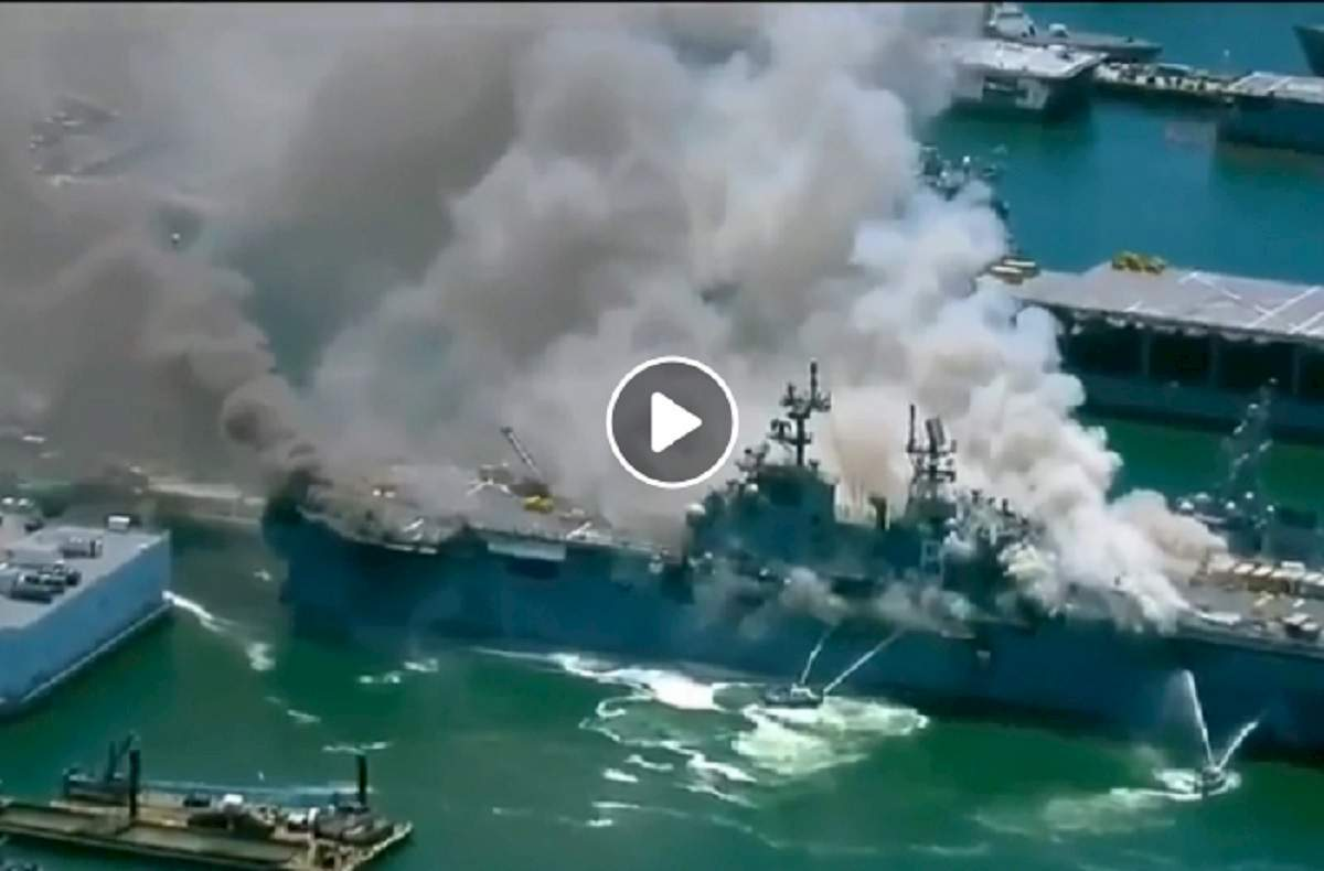 nave marina Usa in fiamme