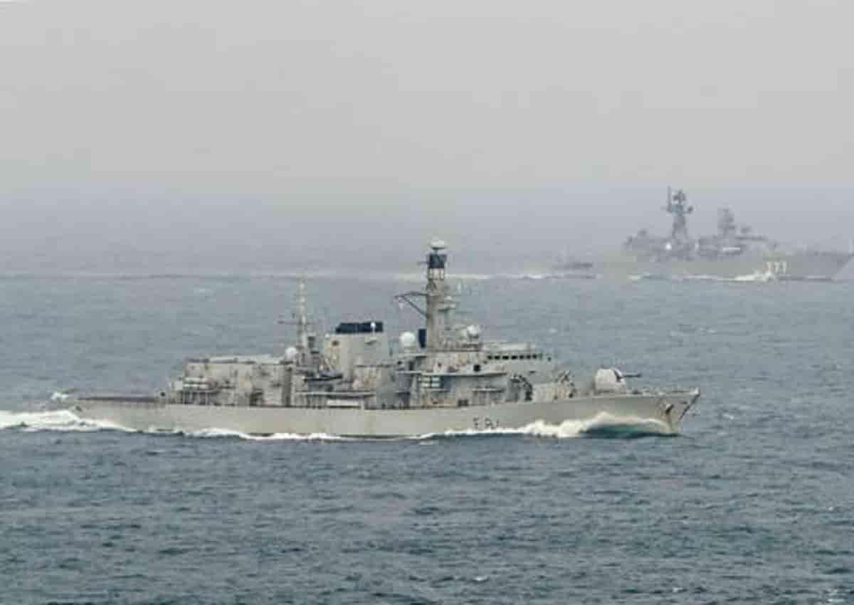 Regno Unito Royal Navy intercetta quattro navi russe nella Manica Nord