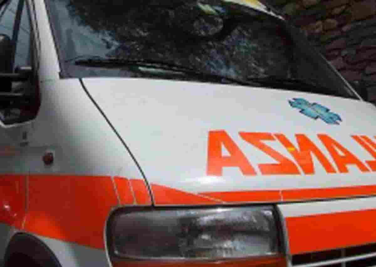 Otranto, foto d'archivio Ansa di una ambulanza