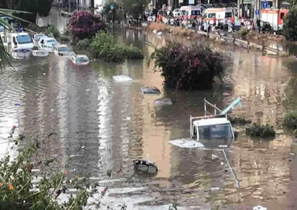 Palermo, le immagini della bomba d'acqua