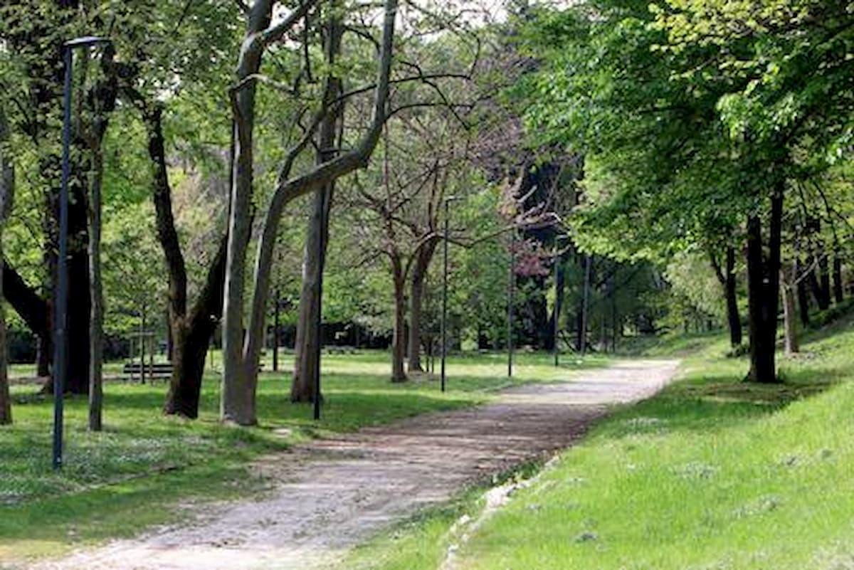 Una donna è stata violentata a Milano al parco Monte Stella