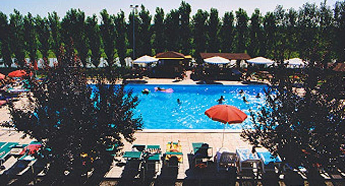A Bosco Mesola (Ferrara) un bimbo di 4 anni muore annegato nella piscina dell'agriturismo