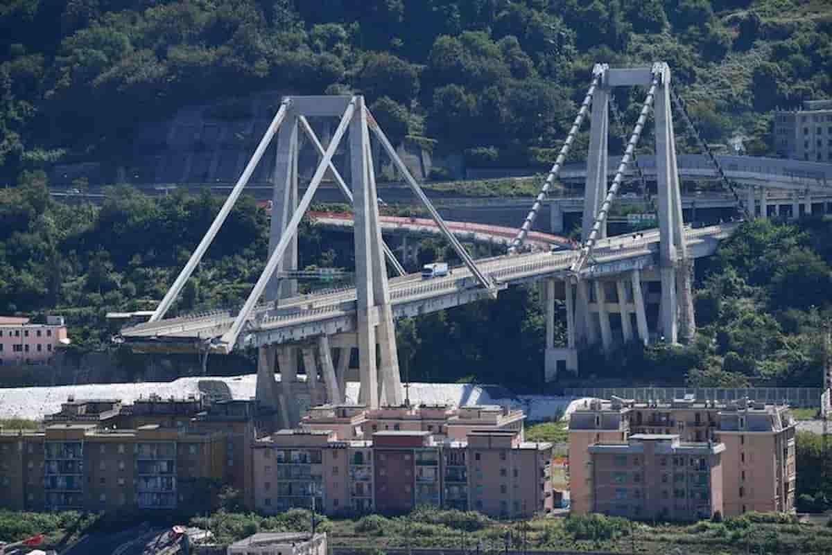 Autostrade, ecco come finirà dopo il Ponte di Genova: Cdp compra, ai Benetton tanti soldi ma controllo pubblico