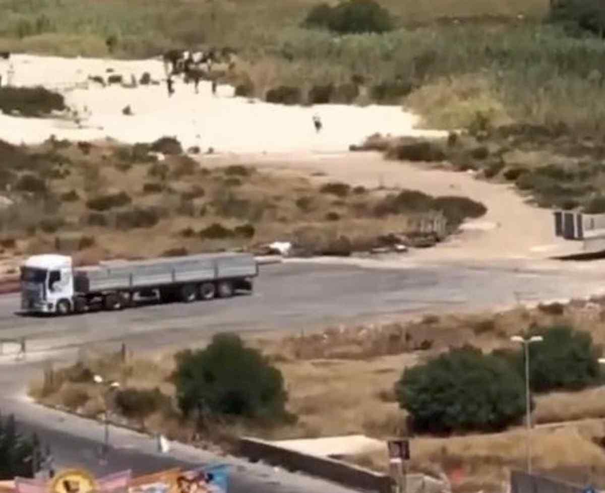 Migranti, boom di sbarchi e fughe di massa dai centri. Lamorgese invia i militari VIDEO