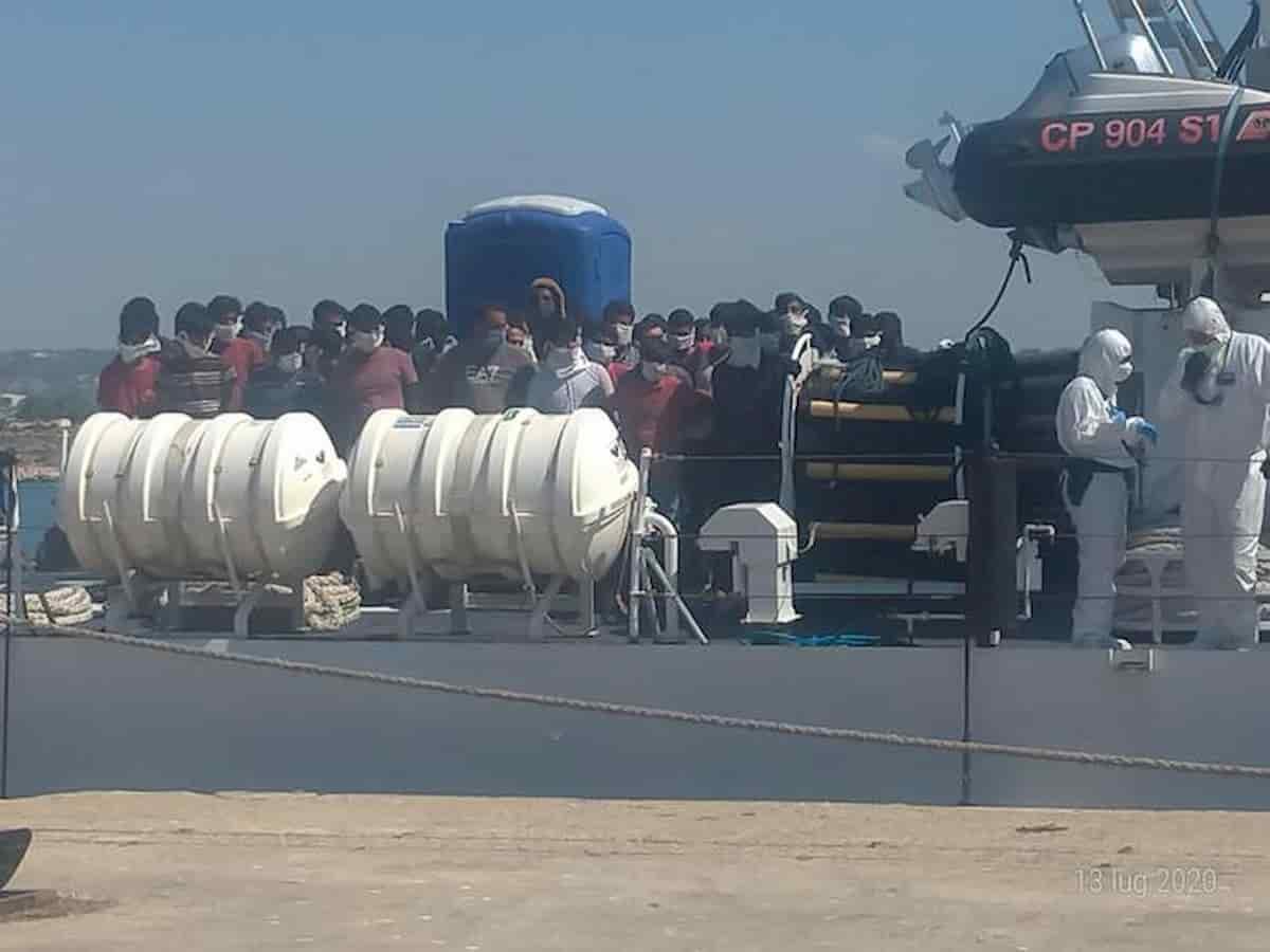 Pozzallo, trenta migranti tunisini in fuga