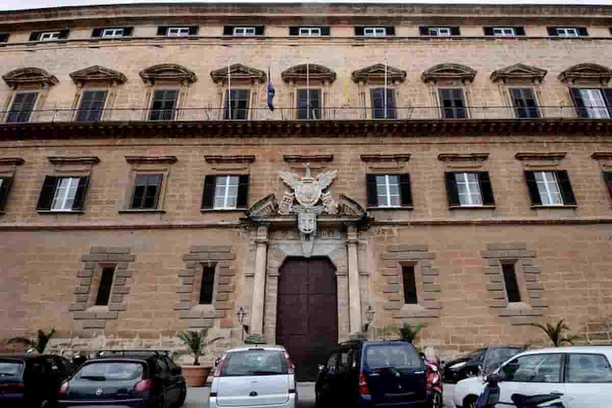 Regione Sicilia, 13 mila dipendenti pubblici: da smart working a ferie senza pause lavoro