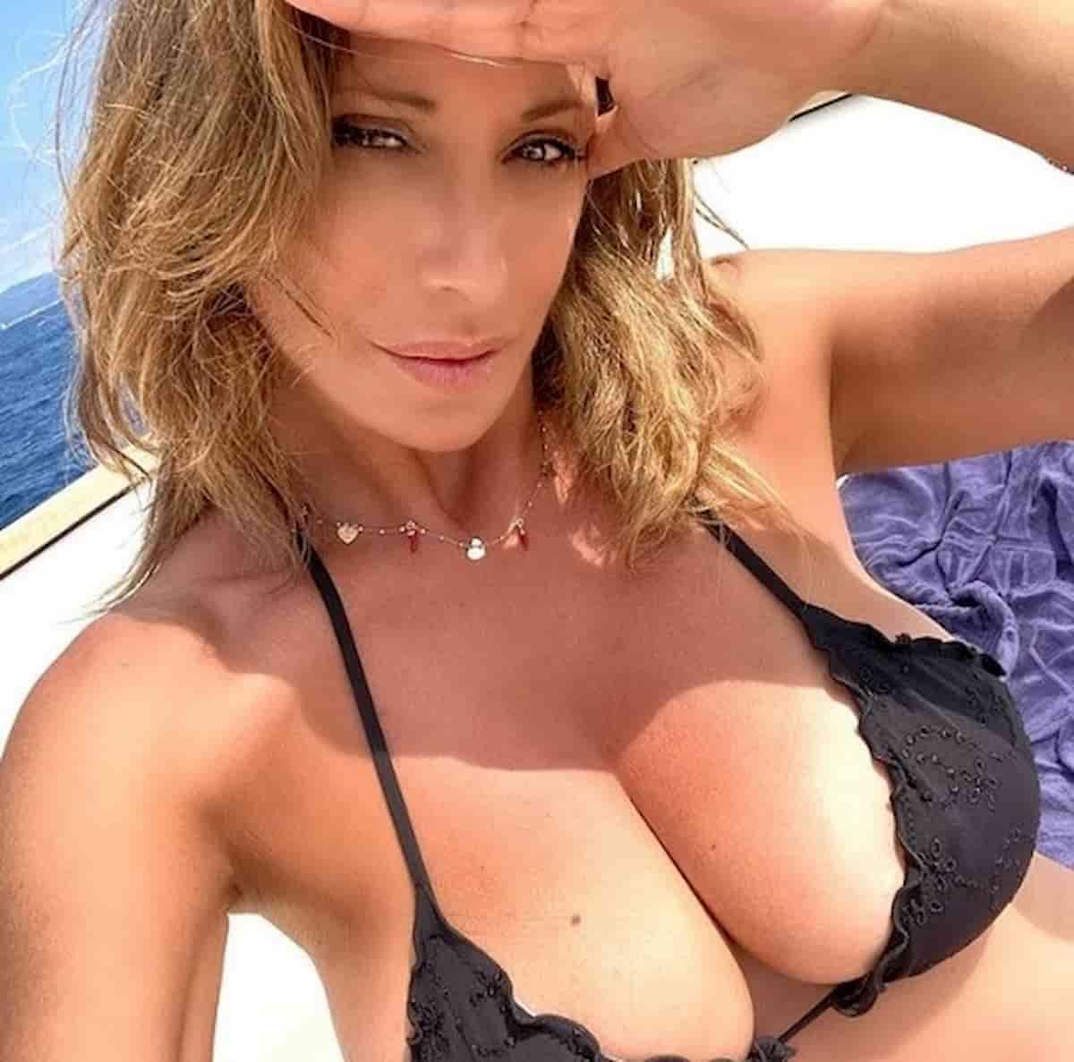 Sabrina Salerno, foto in bikini per i fan