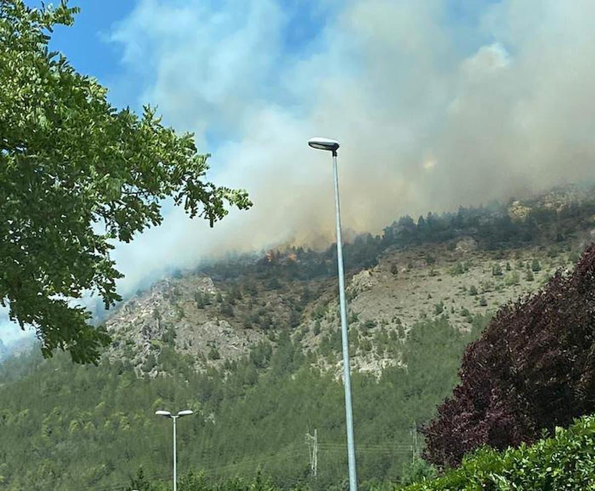 Incendio nel Parco del Gran Sasso: in fumo 200 ettari di boschi