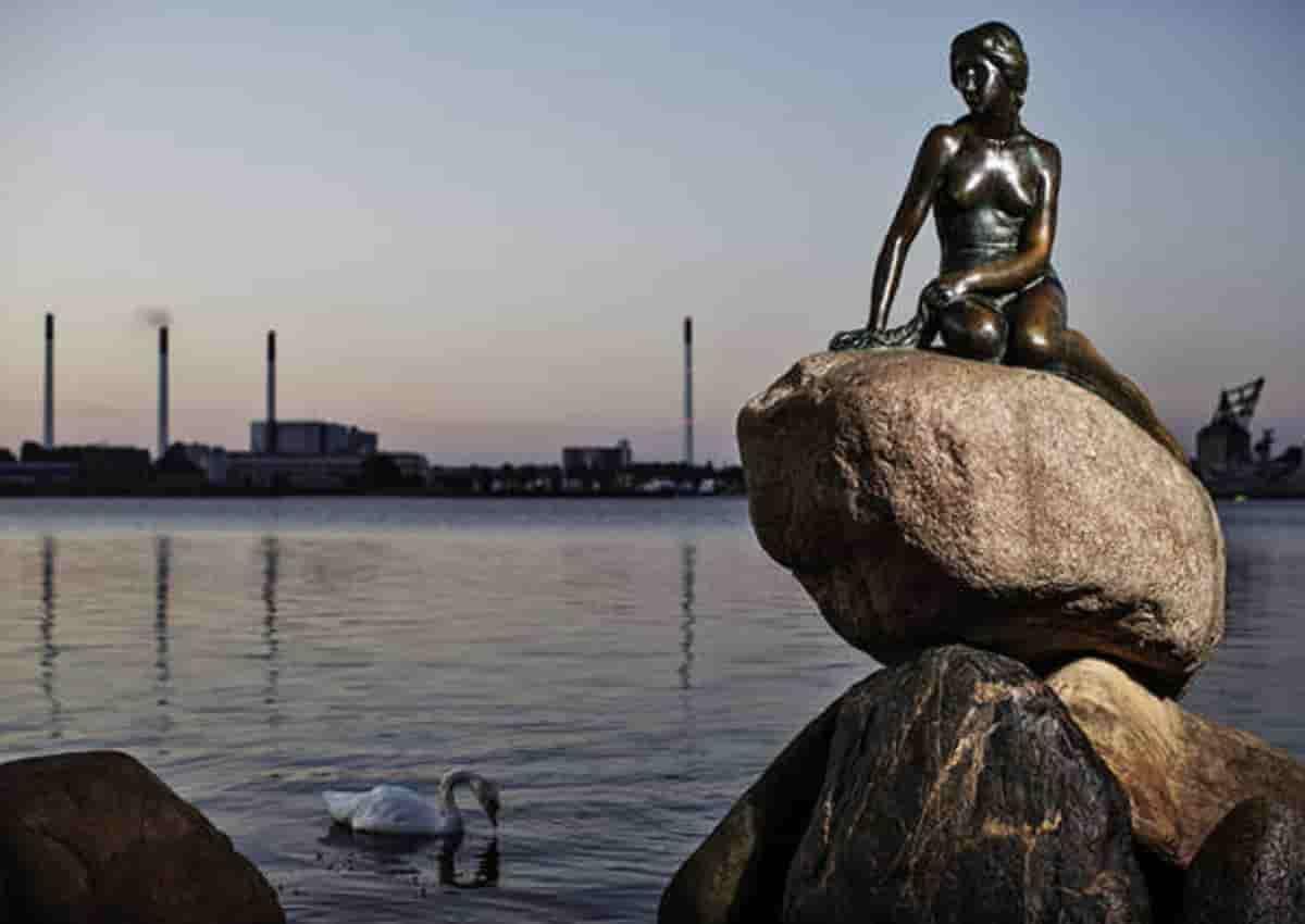 La Sirenetta di Copenaghen in una foto Ansa