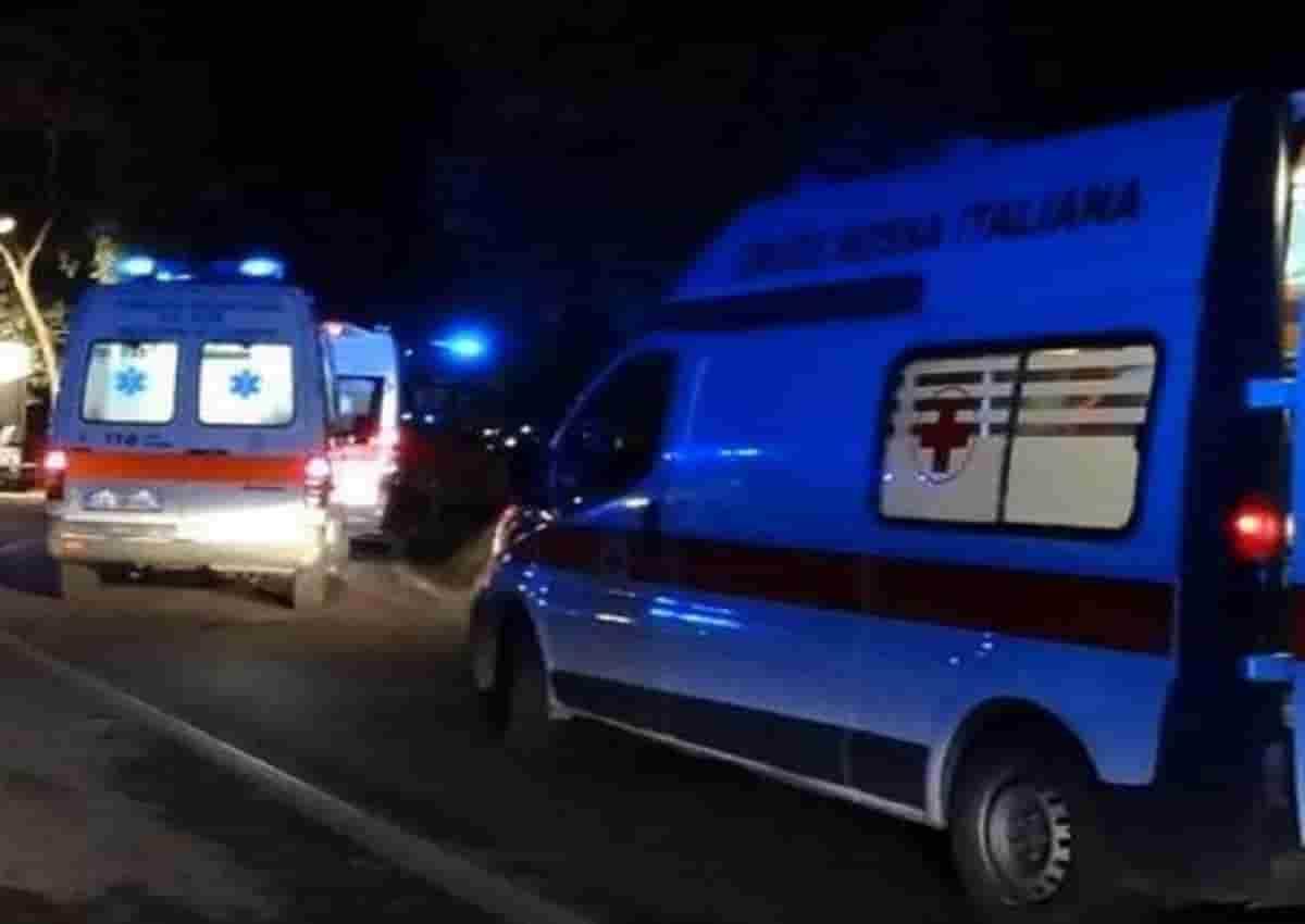 Sonico, foto d'archivio Ansa di una ambulanza