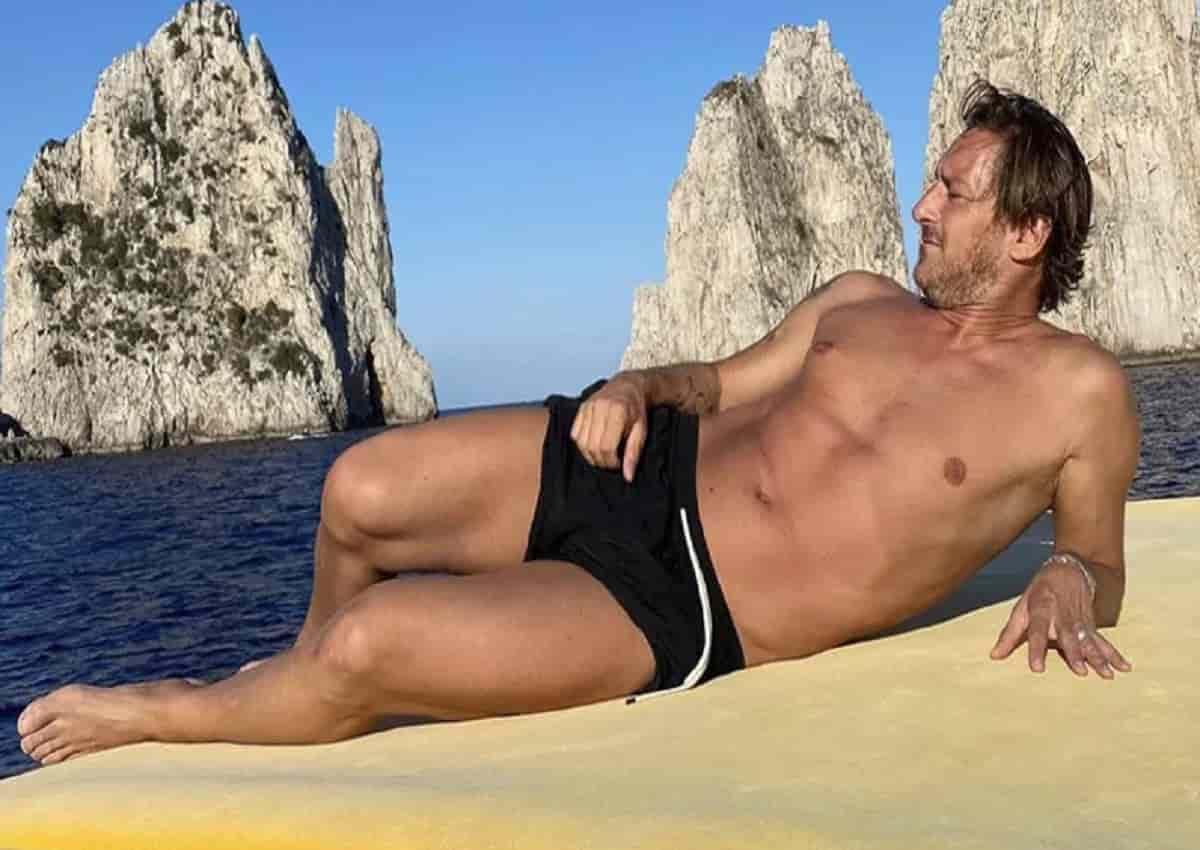Totti a Capri in versione... sirenetto