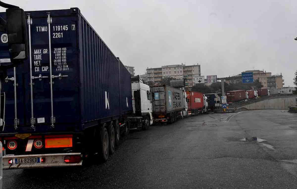 Genova, traffico in tilt e km di code per tratto A10 chiuso e riaperto