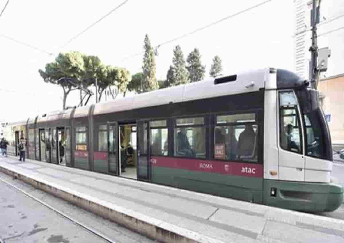 Tram a Roma, foto d'archivio Ansa