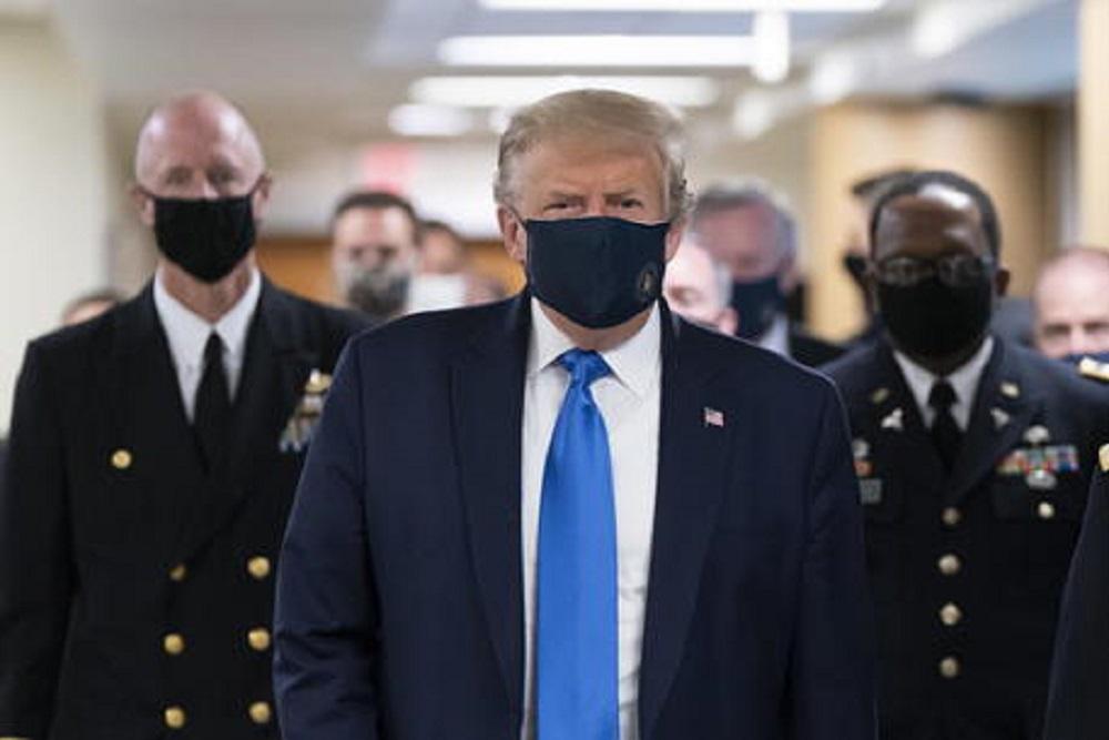 "Coronavirus, retromarcia Trump: ""Americani, mettete la mascherina"""