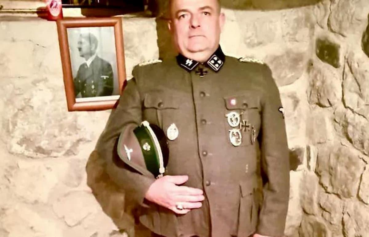 Bufera per la foto social del consigliere comunale di Nimis Gabrio Vaccarin in divisa nazista