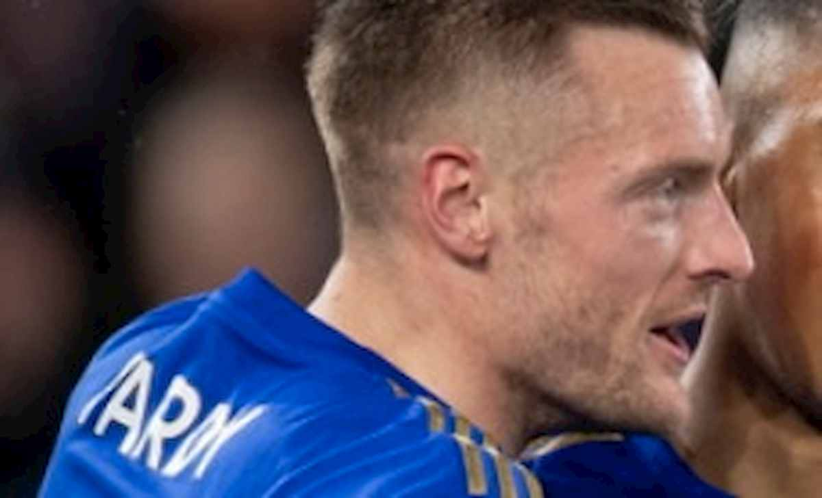 Vardy, calcio in faccia a Mustafi durante Arsenal-Leicester: gli ha lasciato segno tacchetti