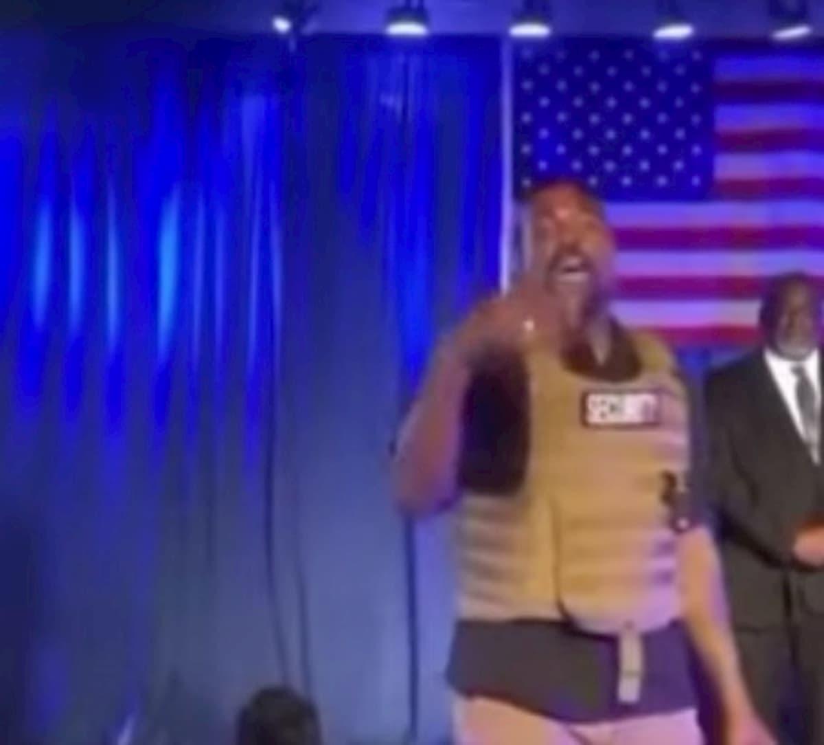 Al primo comizio Kanye West promette un milione di dollari a chi fa un figlio