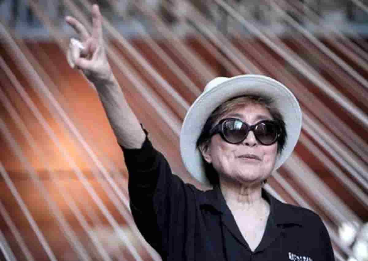 Yoko Ono in una foto Ansa
