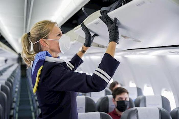 Coronavirus, pannolini usa e getta per il personale di volo: idea della Cina per non usare bagni in aereo