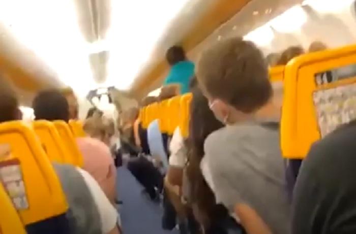 Un positivo sul volo Londra-Pisa. Lui isolato, altri passeggeri liberi in Italia VIDEO