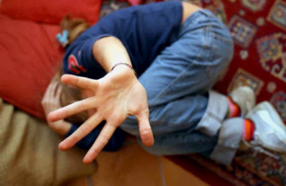 Ladispoli. Bambina di 9 anni molestata per strada. Racconta tutto alla mamma e fa arrestare l'uomo