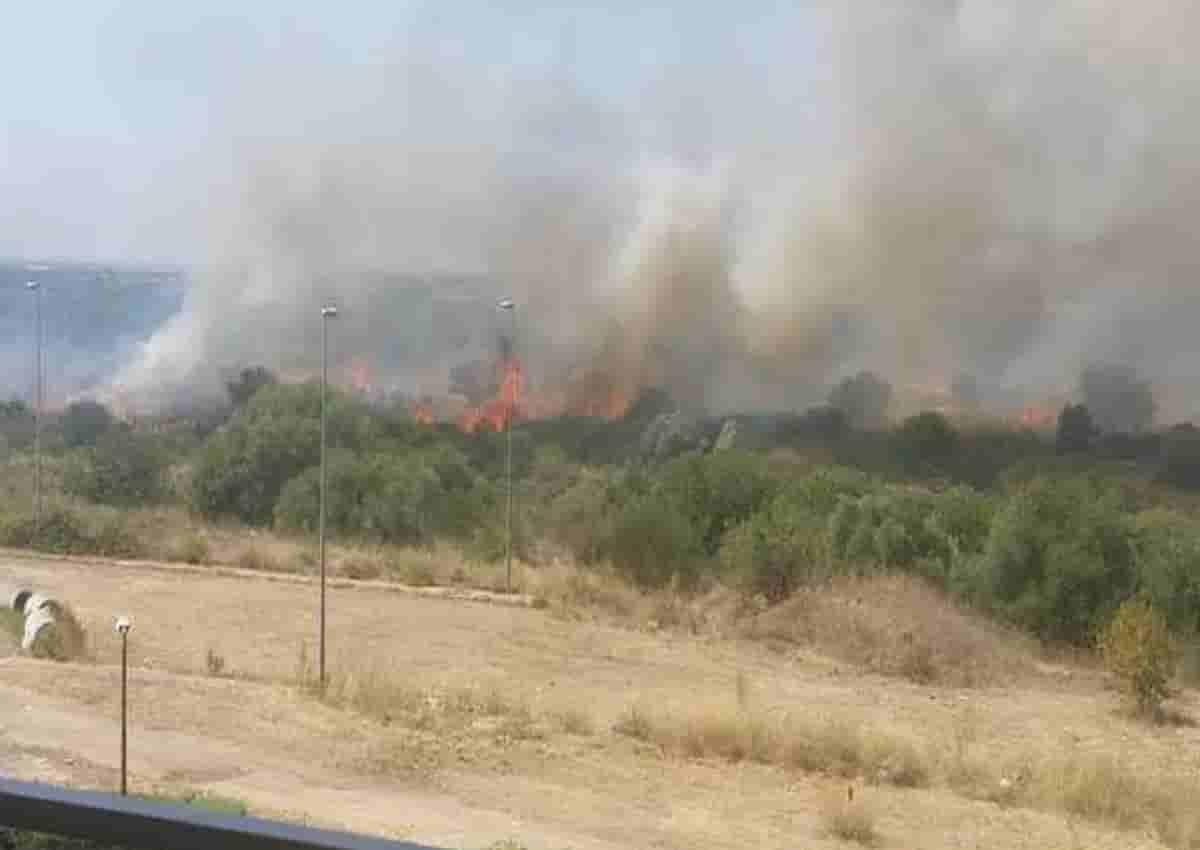 Bari, foto Ansa dell'incendio