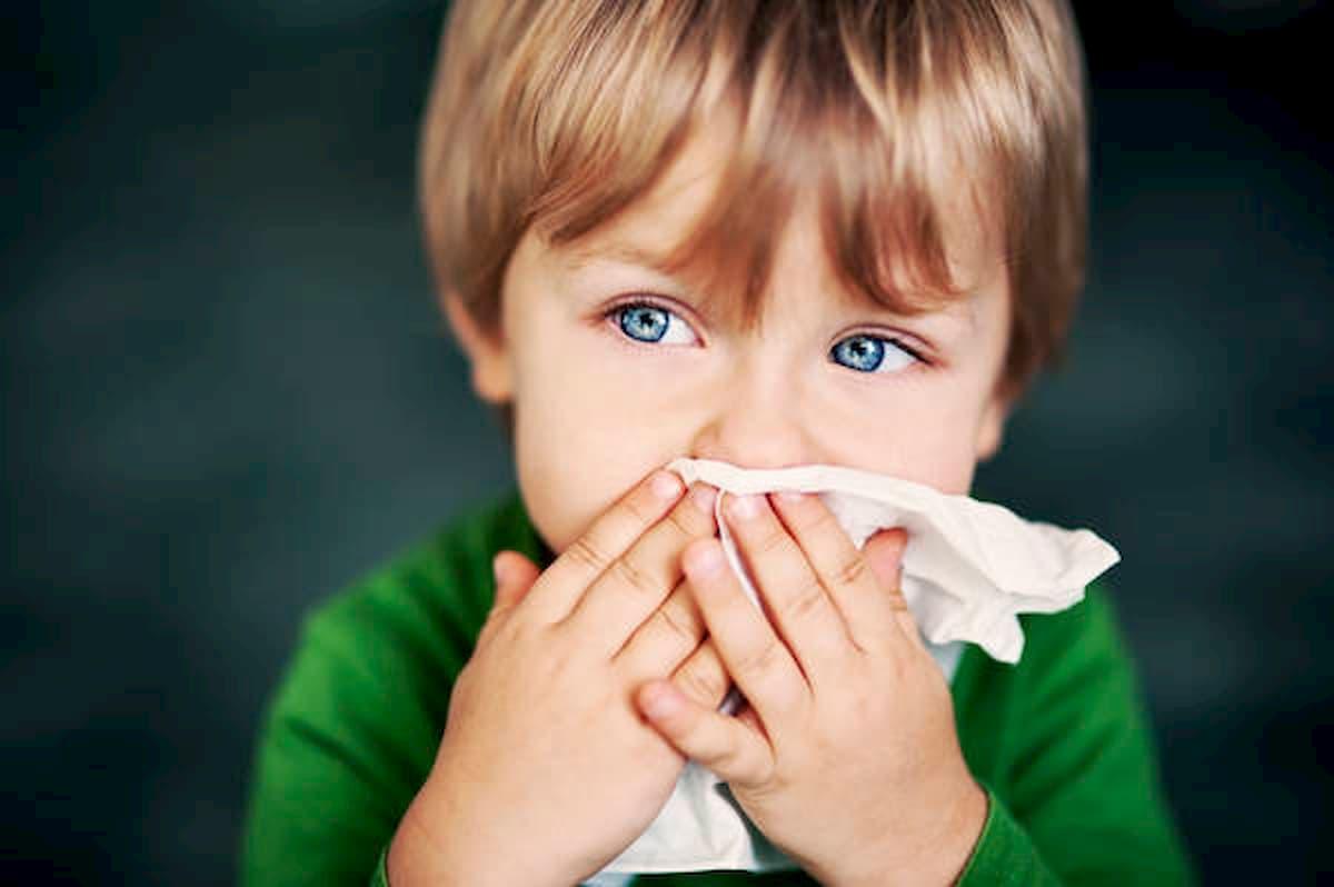 Covid-19, bimbo con febbre e tosse? I consigli del pediatra