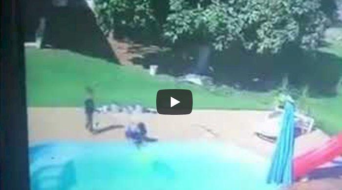 Brasile, bimbo di 3 anni salva amichetto che stava annegando in piscina VIDEO