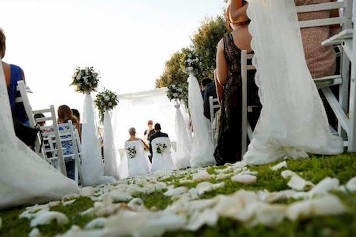 """Bonus matrimonio di 1500 euro per chi si sposa in Puglia. Emiliano: """"Piccola cifra per attutire crisi"""""""