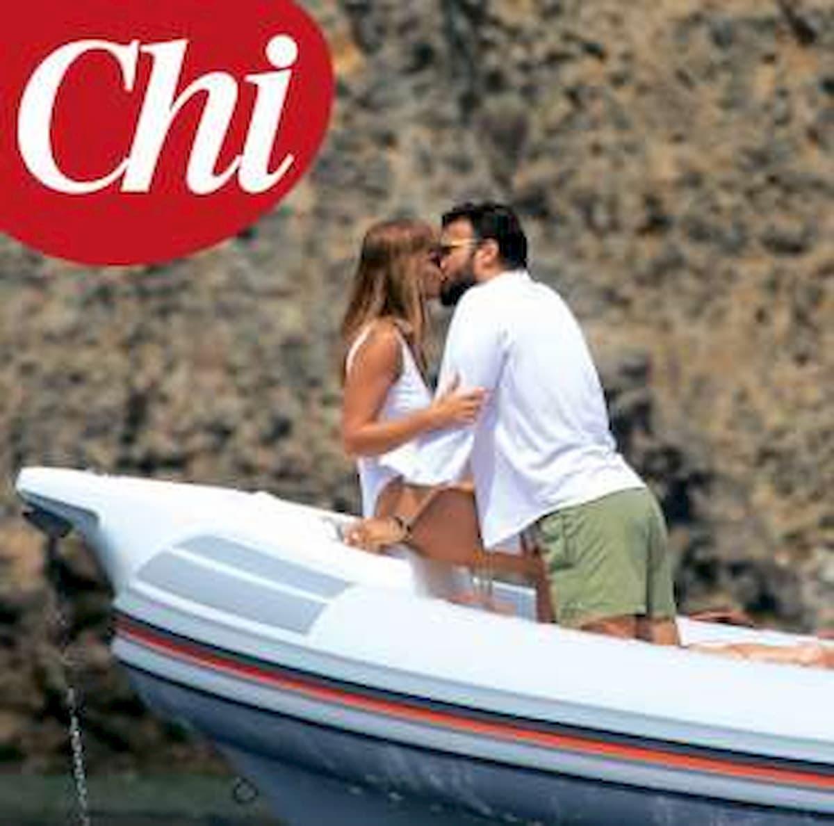Maria Elena Boschi e Giulio Berruti insieme a Stromboli: le foto di Chi