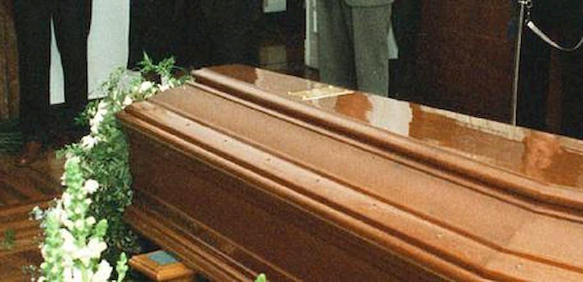 Usa, ragazza di 20 anni dichiarata morta per infarto. Ma alle pompe funebri scoprono che è ancora viva
