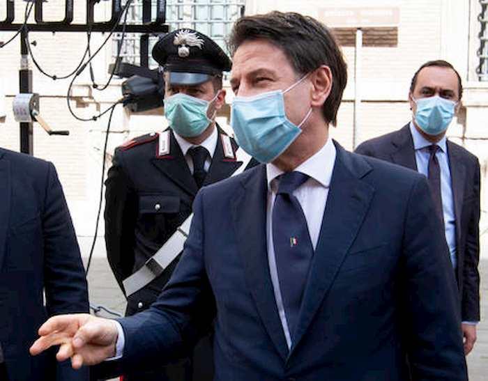 Referendum, il fronte del No si apre da sinistra, dal Manifesto a Repubblica. Nella foto il premier Conte