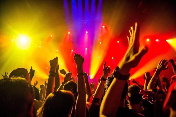 Contagio in discoteca a Porto Rotondo, 5 ragazzi positivi tornano a Roma