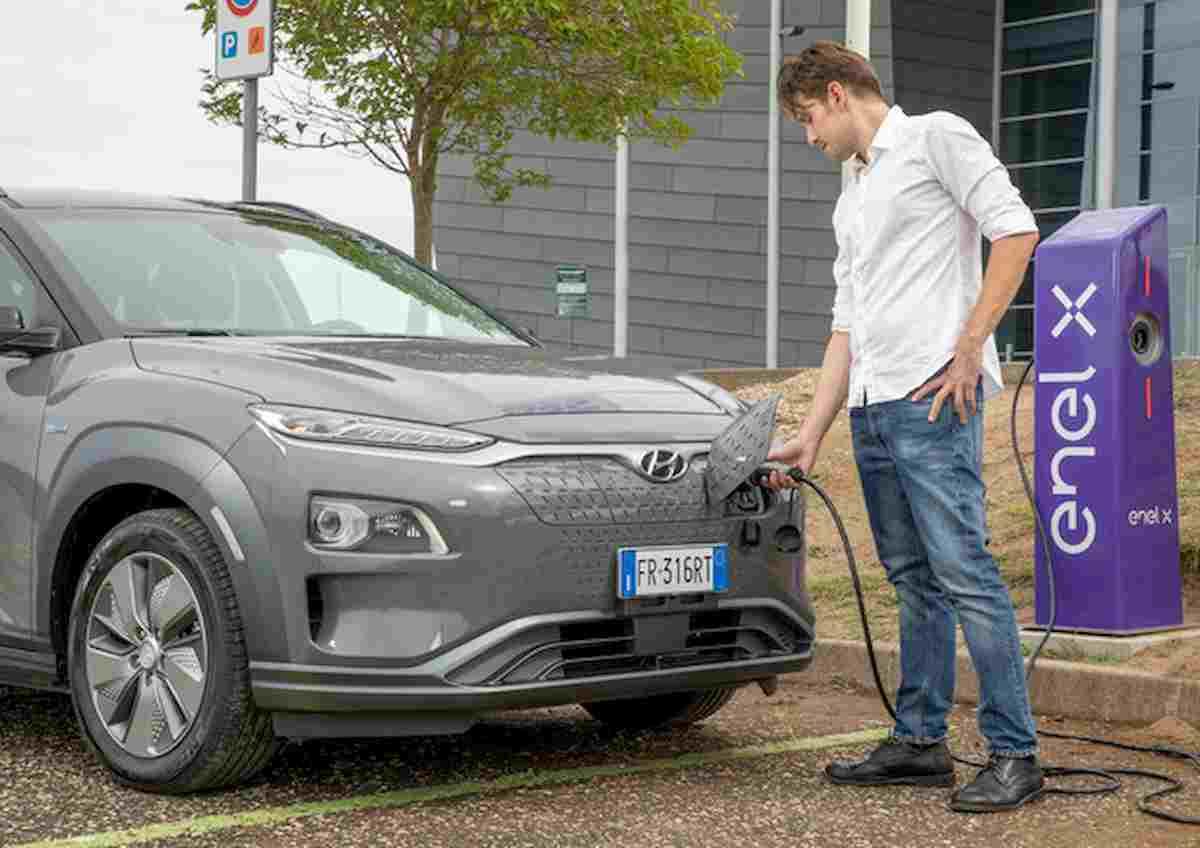 Enel X amplia rete ricarica per veicoli elettrici: 50 mila colonnine in tutta Europa