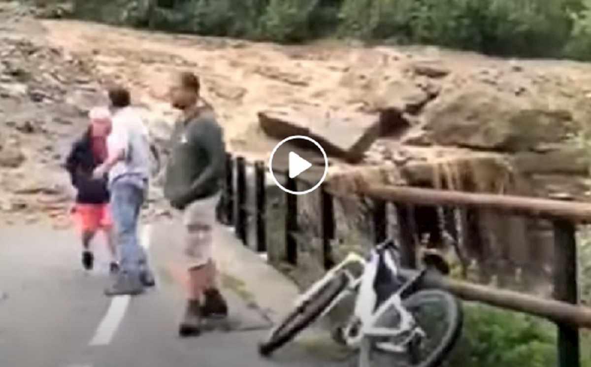 Frana a Chiareggio in Valtellina: auto finisce nel torrente, 3 morti, grave bimbo di 5 anni