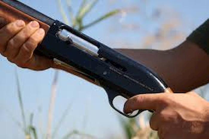 Sonico, esce di casa col fucile e spara ai vicini del crossodromo. Arrestato 53enne
